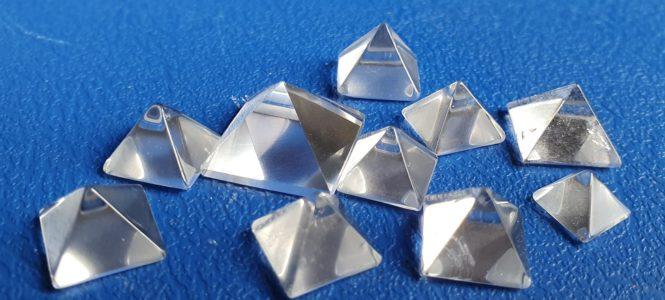 apofyliet.nl - bergkristal piramide